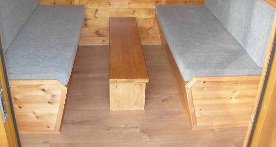 mini camping lodge - table with seating